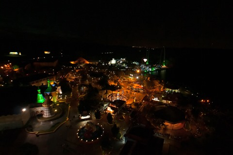 Hopi-Hari at Night