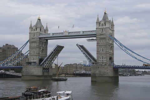 2010-07-07 - London Bridge (16) - Reduzida